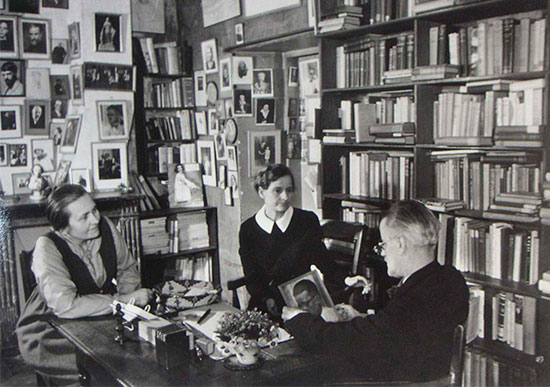 james_joyce_with_sylvia_beach_and_adrienne_monnier_the_two_publisher_of_ulysses_paris_1938